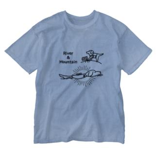 登山と川遊び大好きなラブラドール Washed T-shirts