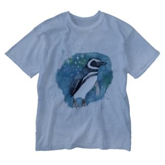 マゼランペンギンと青 Washed T-Shirt