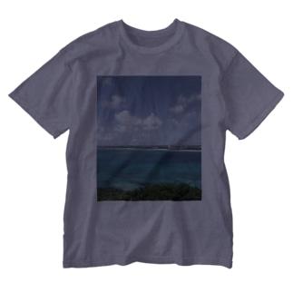 沖縄の海と空 Washed T-shirts