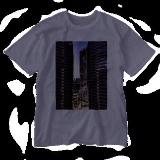 ANGOの高層ビル群、夜景 Washed T-shirts