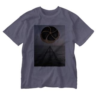 空飛ぶ焦げたカルネ Washed T-shirts