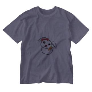 にんじんを持つうさぎちゃん Washed T-shirts