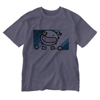 ふりかけの小袋でデュエルするねこです Washed T-shirts