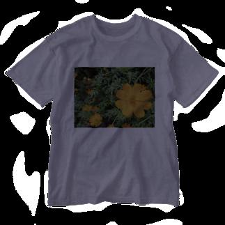 Dreamscapeのオレンジ色は語り掛ける Washed T-shirts