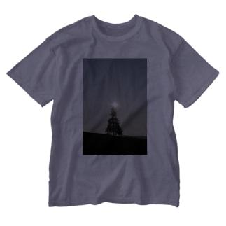 木の天辺にヒカリ Washed T-shirts
