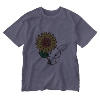 色々雑貨屋さんのうさぎひまわり Washed T-shirts