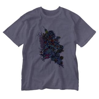 アトリエ葱の赤花のギョギョ Washed T-shirts