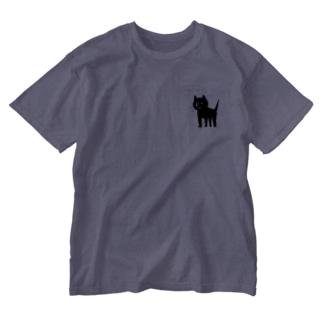 まだ通れない道に立ちふさがる犬 Washed T-shirts