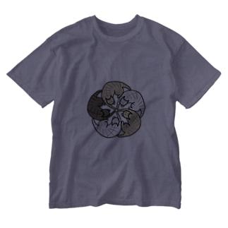 ねこねこ花の紋【タビー】 Washed T-shirts