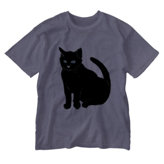 midoriyamadaのこっちを見ている黒猫 Washed T-Shirt