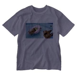 ちい むう ととろ Chi Mu Totoroの浮かぶ事に気付き  泳がなくなった犬 Washed T-Shirt