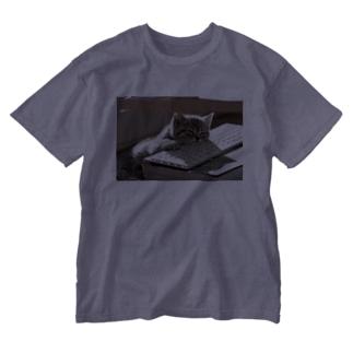 眠る猫 ねこ cat Washed T-shirts