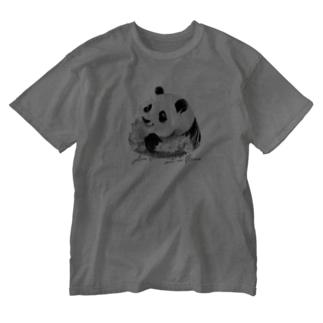 パンダちゃんと蝶々(モノクロ) Washed T-shirts
