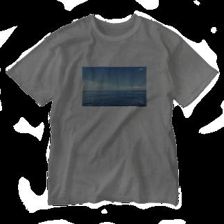 ktctの空と海のスカイブルー Washed T-shirts