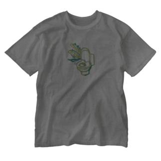 国道沿い商会のすずらんトイレ(大) Washed T-shirts