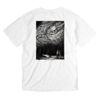 Crocodylus porosus (背面プリントver) Washed T-shirts
