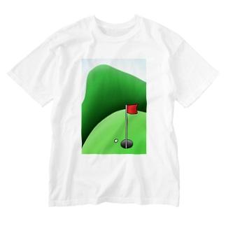 長くのびるゴルフ場 Washed T-shirts