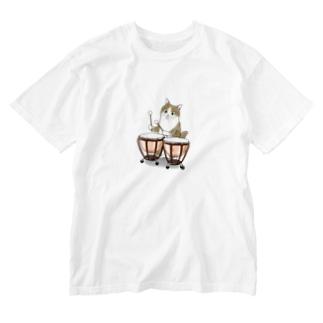 ティンパニーを叩く猫 Washed T-shirts