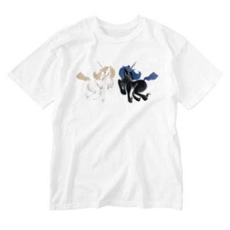 白と黒のユニコーン Washed T-shirts