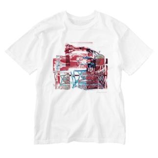 再構成~棄てられたミシン2 レッド Washed T-shirts