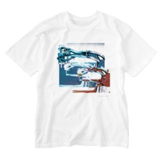 再構成~棄てられたミシン1 ブルー Washed T-shirts