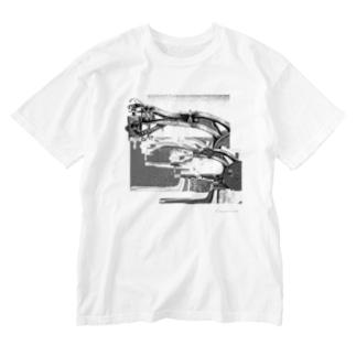 再構成~棄てられたミシン1 BW Washed T-shirts