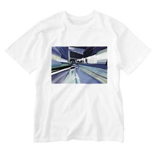 昔は川だったらしい Washed T-shirts