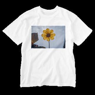 サンショク.の黄色い花 Washed T-shirts
