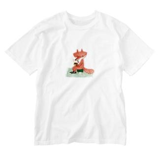キツネさんとコーヒー Washed T-shirts