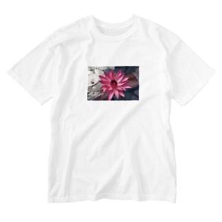 yutoyouのRed flower Washed T-shirts