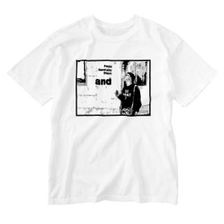 タバコを吸う男 ロゴT  by scatwoman Washed T-shirts
