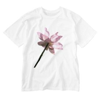 suparnaの蓮 伸びる Washed T-shirts