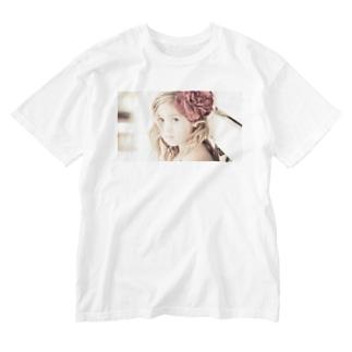 セピアなフラワーガール Washed T-shirts