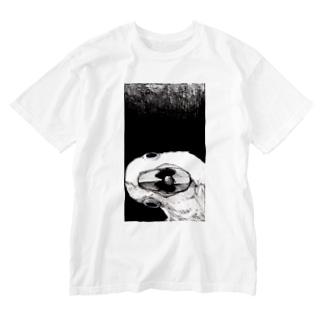 見てるよ Washed T-Shirt