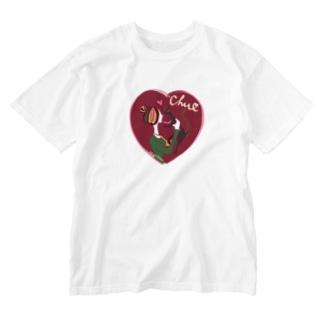 猫キッスレッド Washed T-shirts