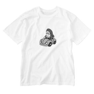 運転を覚えたモノクロのサメ2021 Washed T-shirts