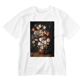 ブリューゲル 陶器の花瓶に入った花 Washed T-shirts