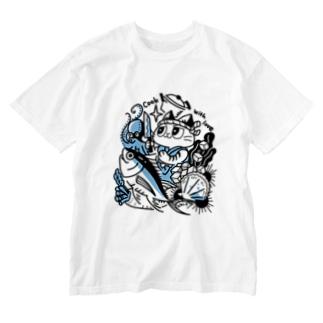 海の幸を料理する猫 Washed T-shirts
