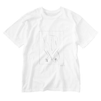後ろで手を組む人 Washed T-shirts