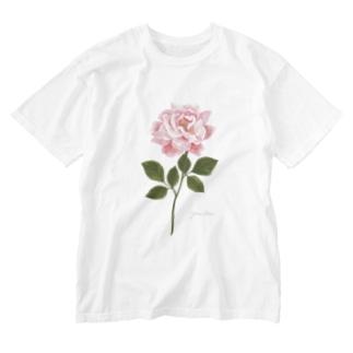 ピンクのバラ Pink Rose 01 Washed T-Shirt