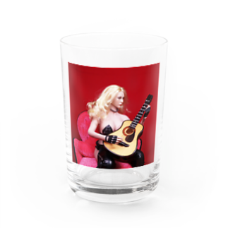 FUCHSGOLDのドール写真:ギターを弾くブロンドの美少女 Doll picture: Blonde girl plays a guitar Water Glass