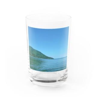 湖 Water Glass