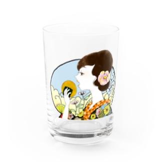 せんべいを食べる女 Water Glass