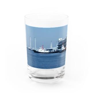 神奈川県:横浜港のタグボート Kanagawa : Tag boat at Yokohama harbor Water Glass