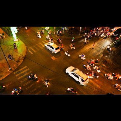 ホーチミンの夜の交差点