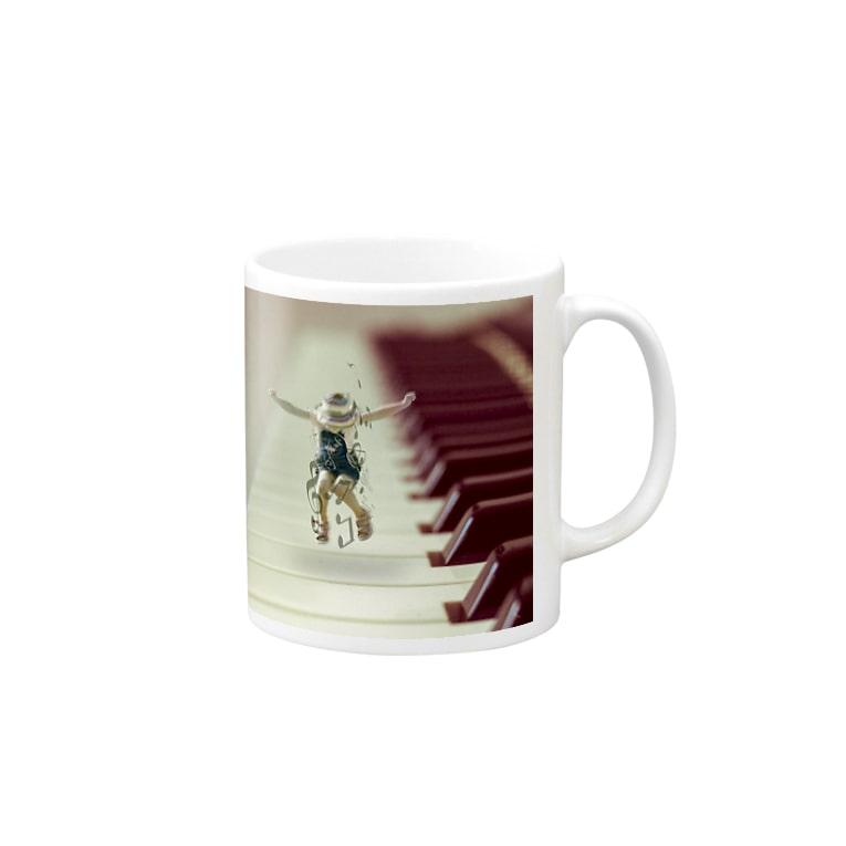 SATOWEB.designのピアノの上で踊る子供の女の子 Mugs