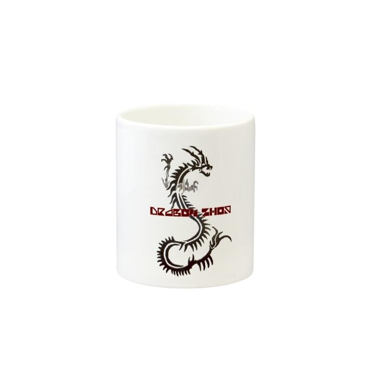 Dragon SHOPのDragon SHOPロゴ Mugsの取っ手の反対面