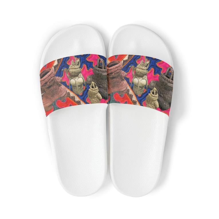ハオ・バイ・ハオ・シュウライの土偶 Sandals