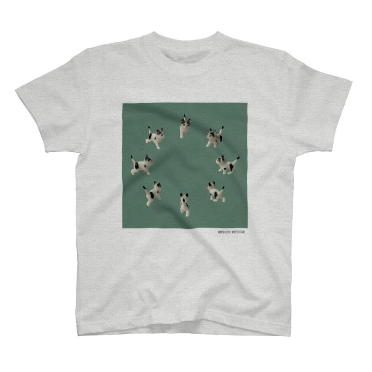 BUNCHO METHOD STOREの【8cats】 ネコの集会 T-shirts