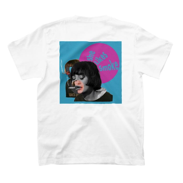 9646-kuroshiro-のタバコ吸い女 T-shirts